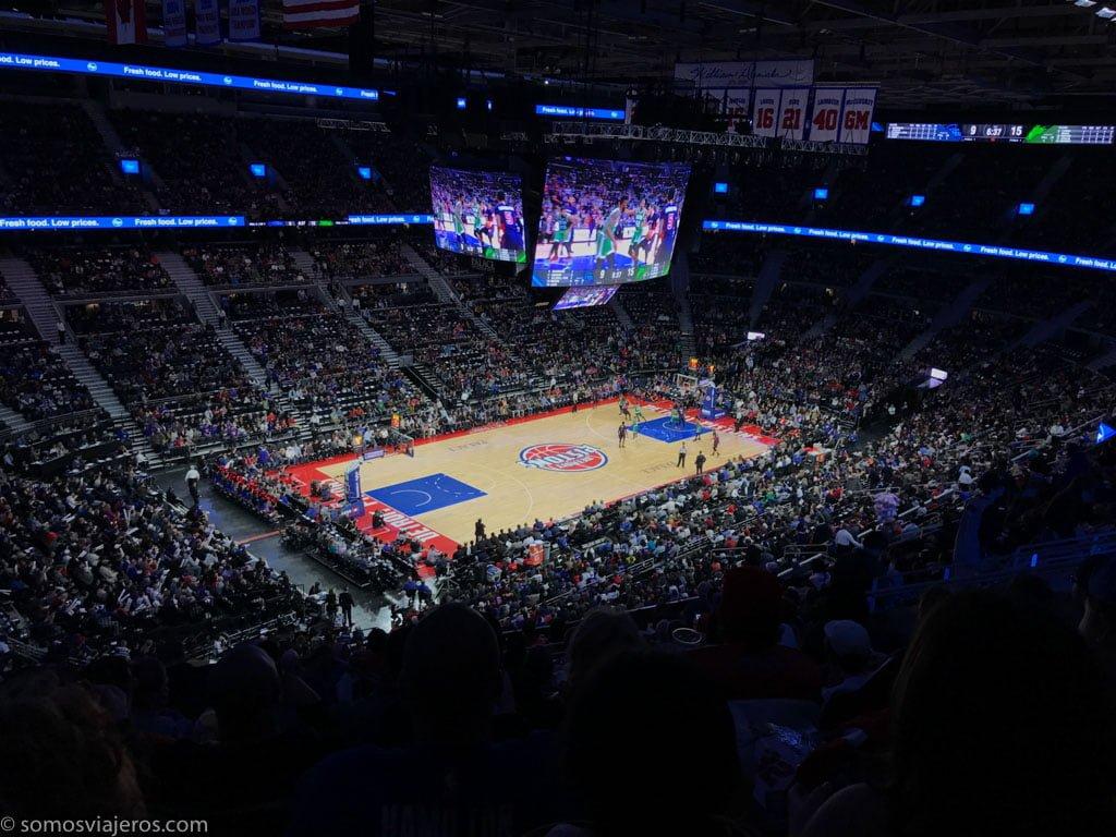 partido de la NBA de los Detroit Pistons. vista pista durante el partido