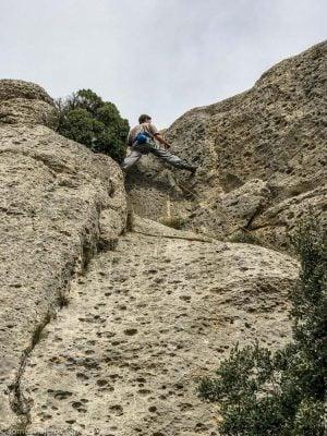 escalador subiendo por pared en Vilanova de Prades