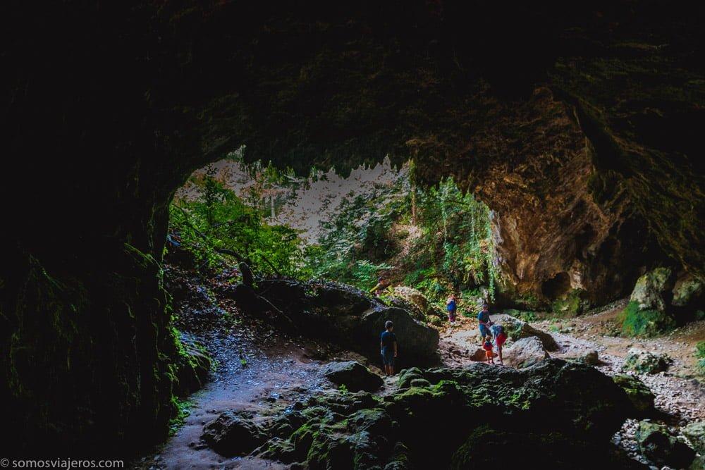 interior cueva de Rasines