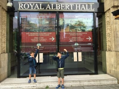 Entrada Royal Albert Hall con niños