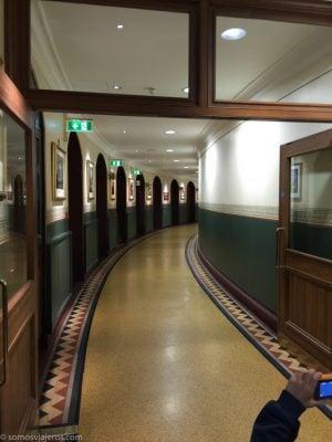 Pasillos circulares en el interior del edificio