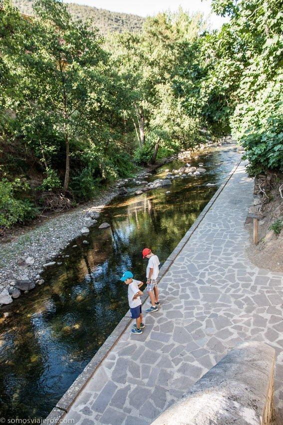 rio en Potes con niños