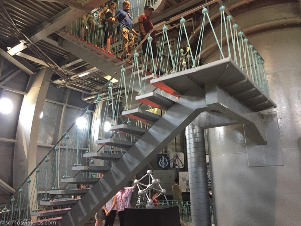 Escaleras interiores Atomium