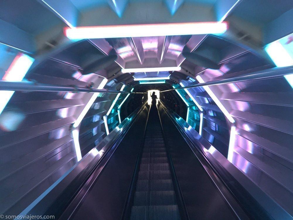 atomium de bruselas-escalera moderna