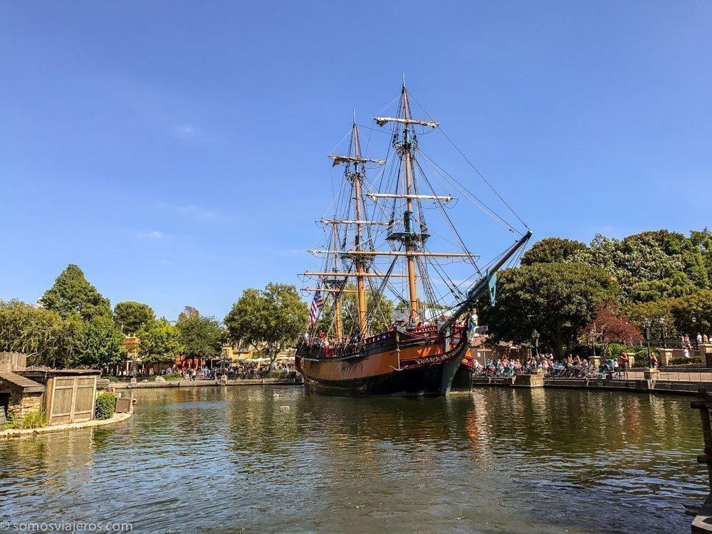 Disneyland - barco navegando