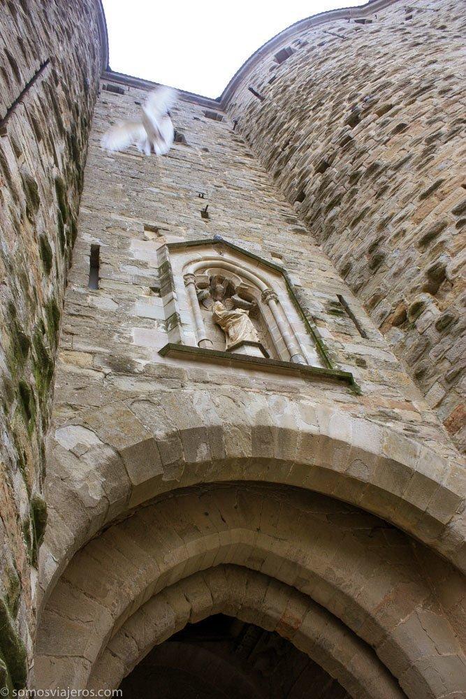 entrada a Carcassonne por la muralla