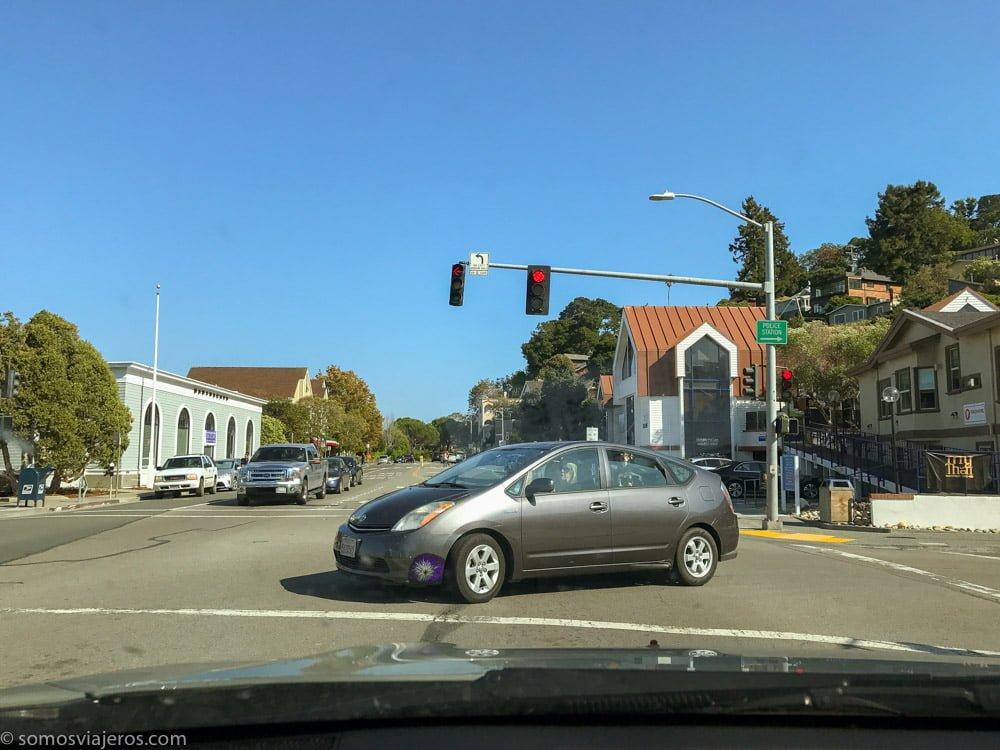 Consejos de tráfico para viajar a Estados Unidos. Los cruces y semáforos