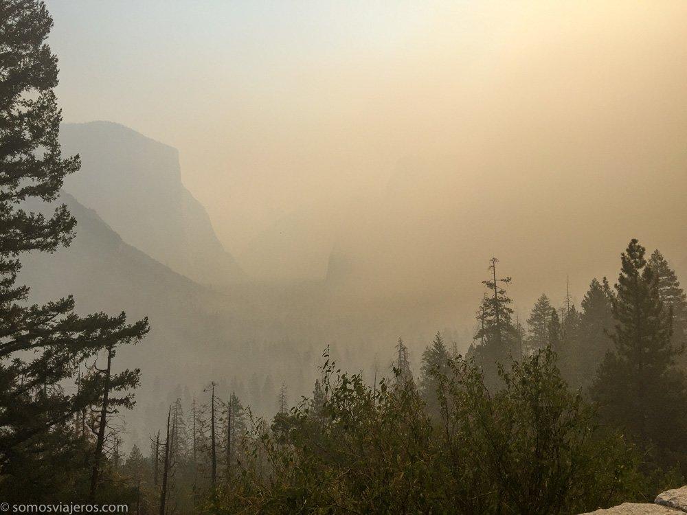 incendio y humo sobre Yosemite