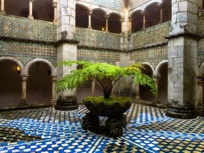 claustro del palacio da pena portugal