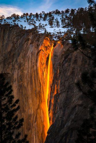 cascada de fuego en Yosemite