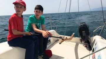Actividades familiares en Salou en plena Costa Daurada. Aprender a navegar