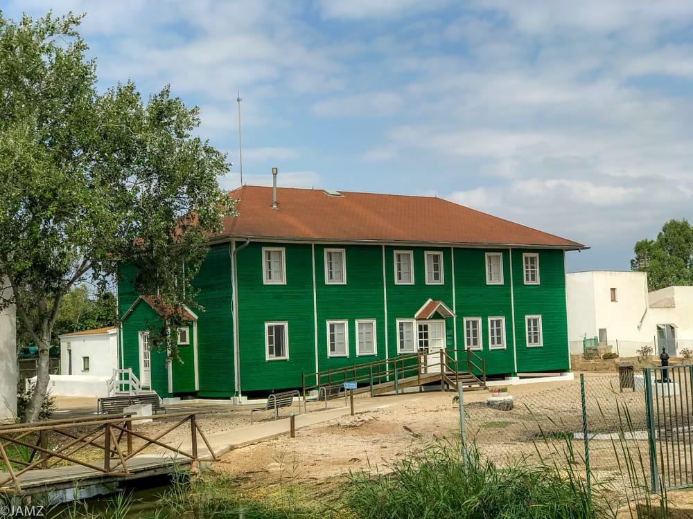 casa de fusta. casa verde traída desde canada