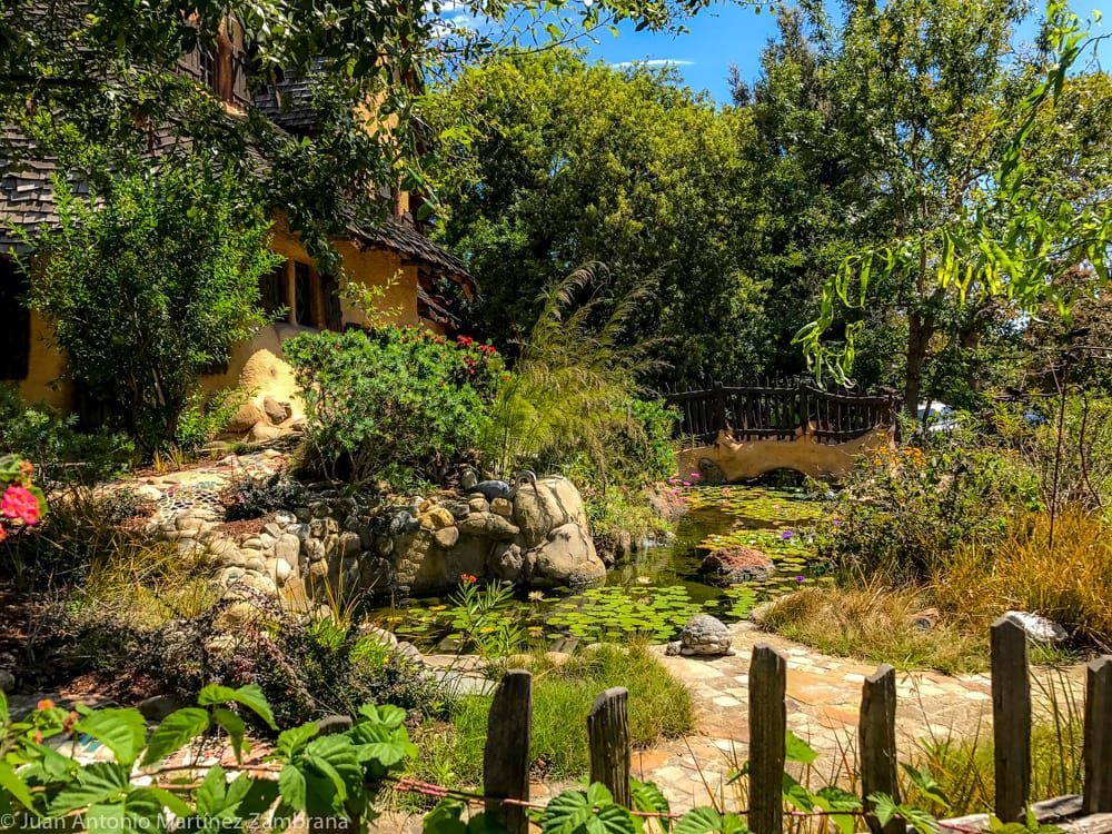 jardines de la casa de la bruja en Beverly Hills
