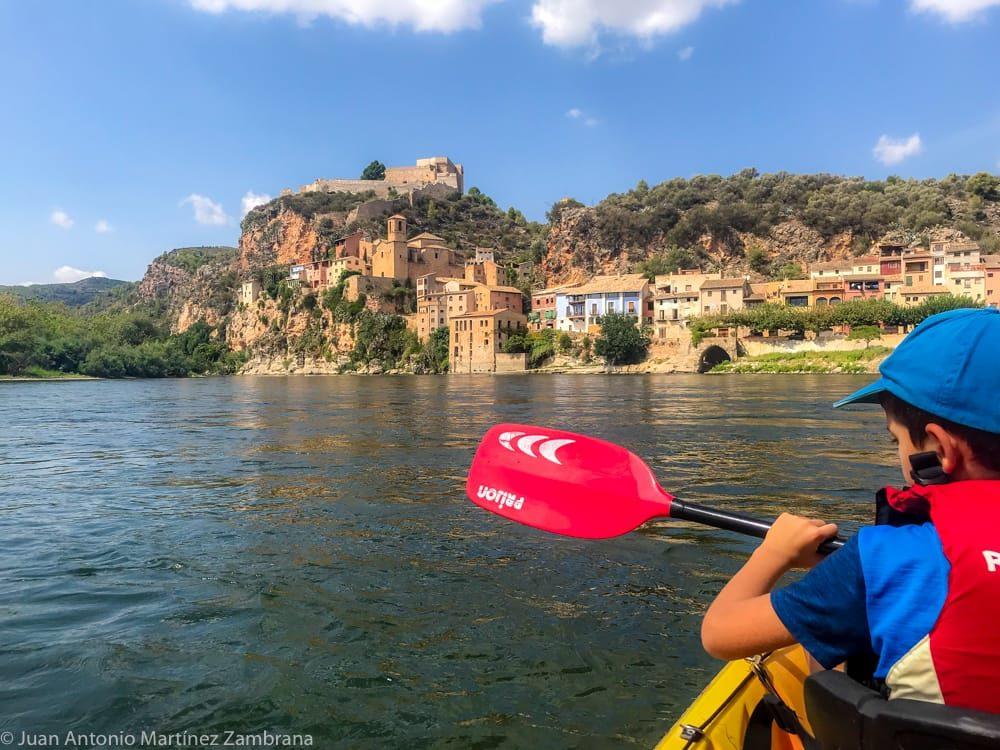 Miravet haciendo piragüismo en el Ebro
