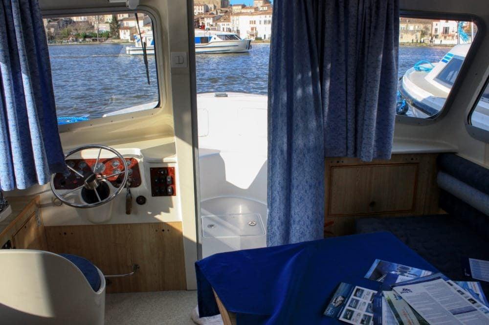 interior barco canal du midi