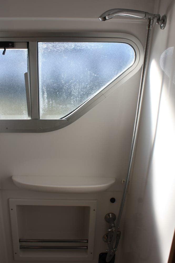 ducha del barco fluvial canales du midi