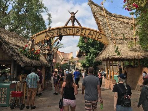 entrada adventure landa en uno de nuestros parques de atracciones favoritos en Disney california