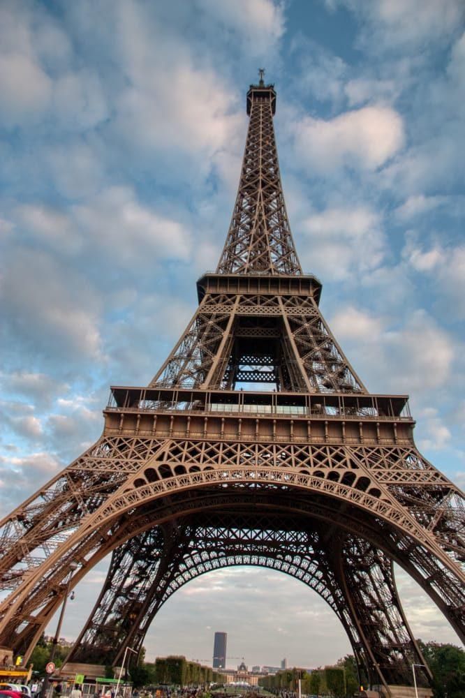 vista desde la base de la Torre Eiffel