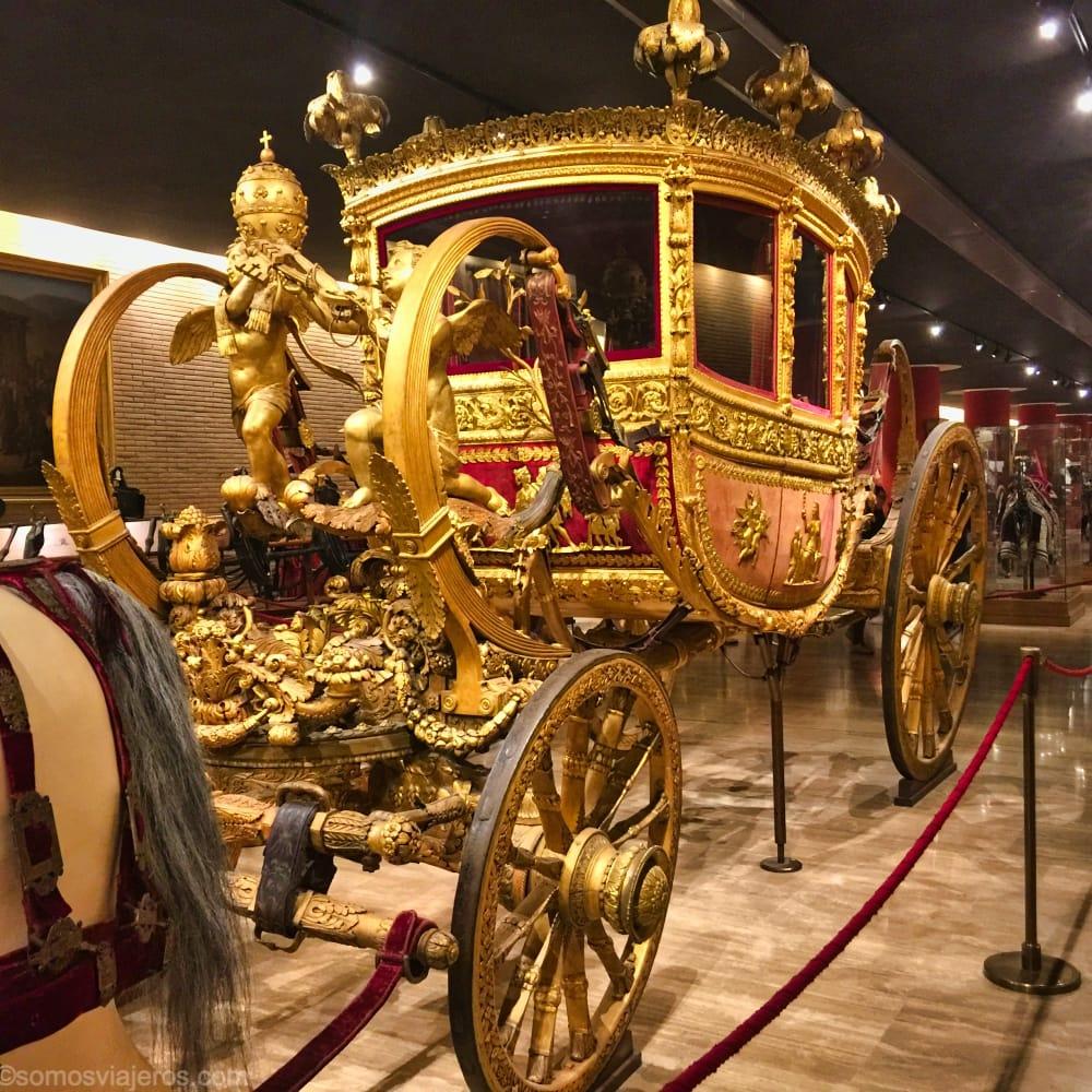 Carrozas en los museos Vaticanos. Estos museos son los más importantes que ver en Roma