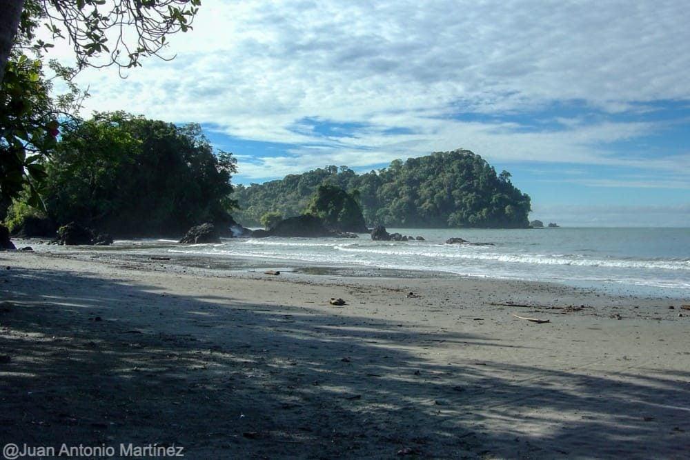 Parque nacional de Manuel Antonio y el pacífico en la ruta por Costa Ruta