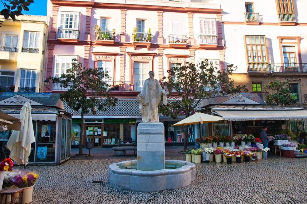 Plaza de las flores es uno de los imprescindibles de Cádiz