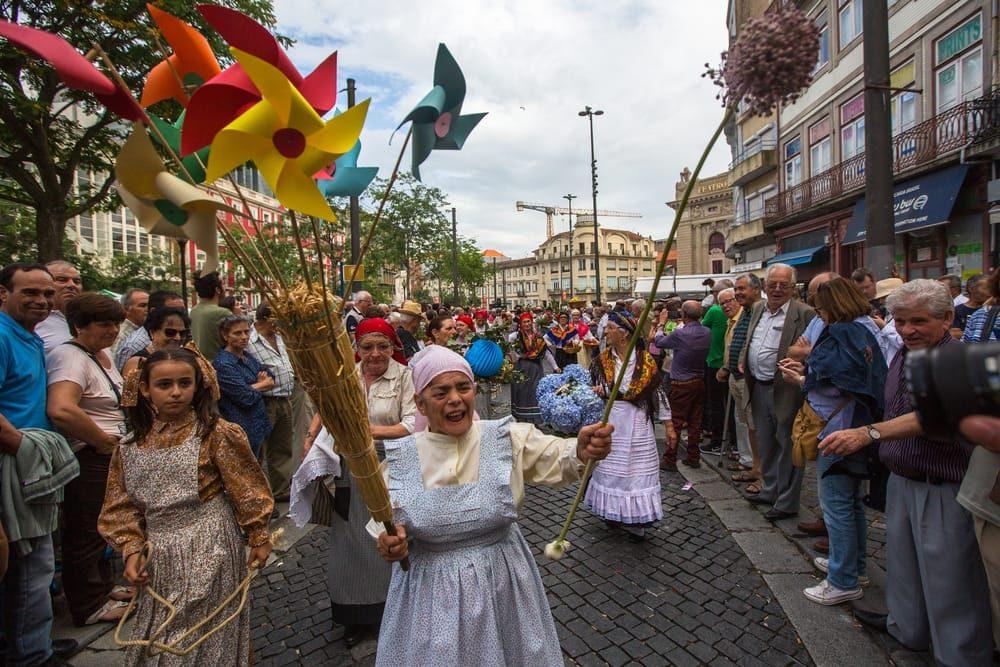 fiesta de san joao en oporto. solsticio de verano con rua callejera