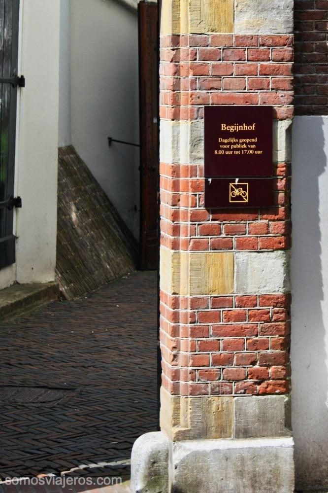 Detalle de entrada a Begijnhof