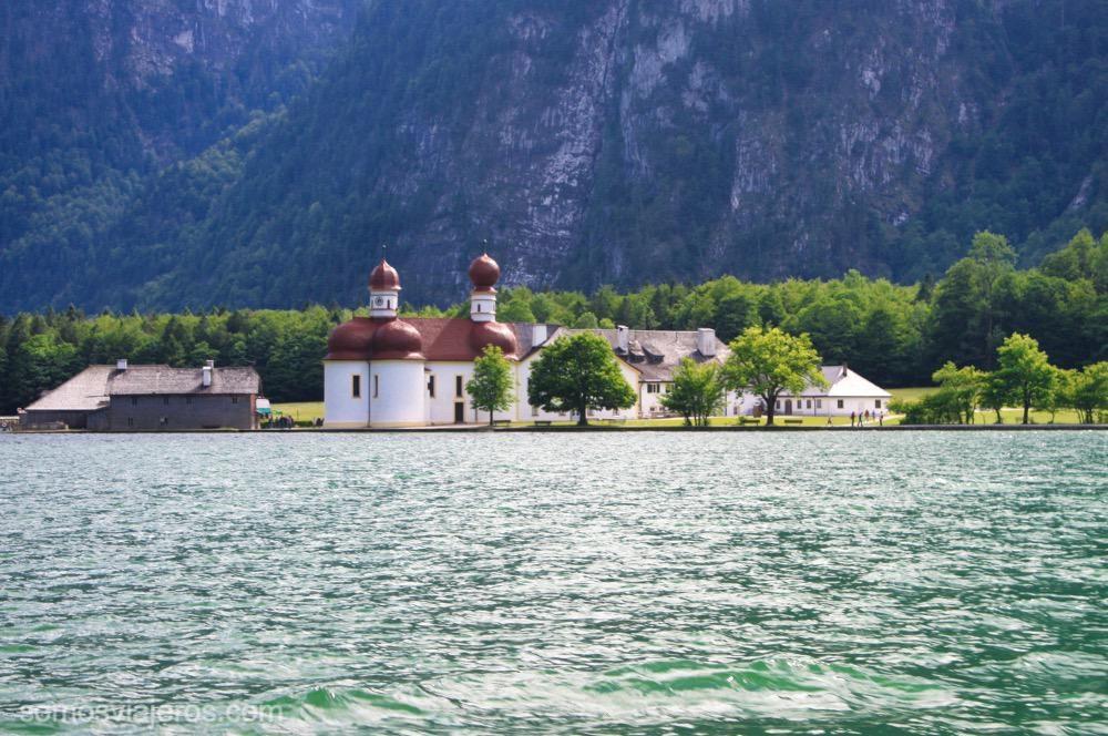 lago de Konigssee e iglesia de San Bartolomé