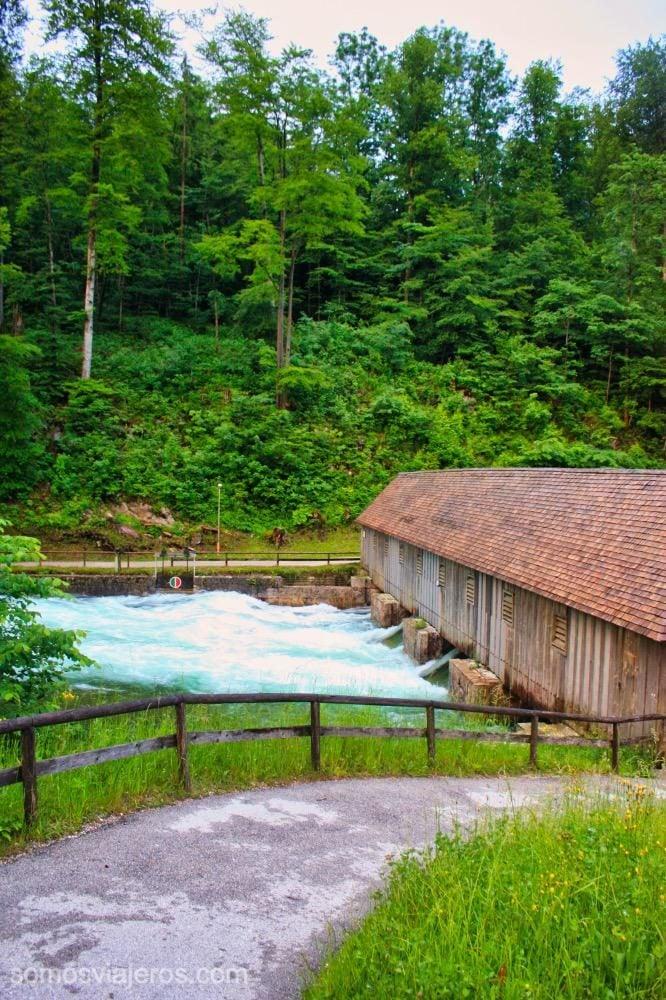 puente de madera en Konigssee