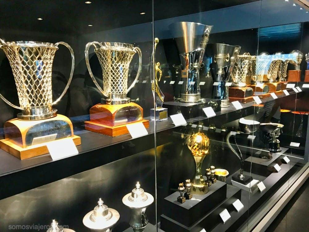 copas de baloncesto en el museo del Madrid