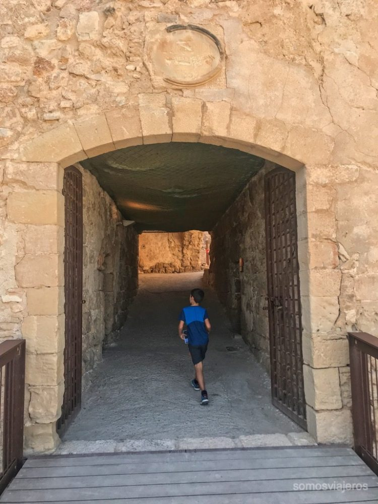 pasadizos en el castillo de Miravet