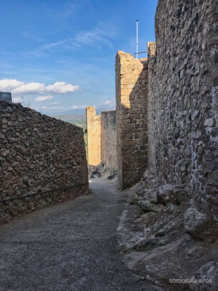 sendero exterior castillo de Miravet